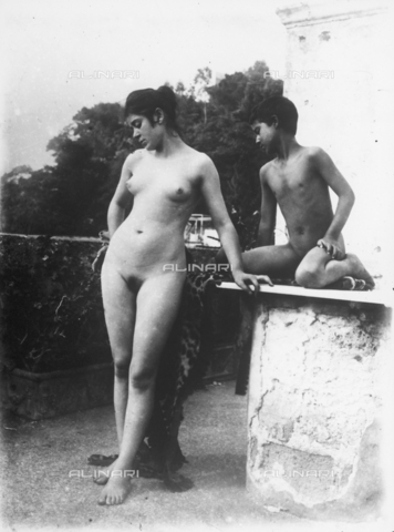 GWN-F-000580-0000 - Portrait of a young woman and small boy in nude artistic poses - Data dello scatto: 1895 - 1905 - Archivi Alinari, Firenze