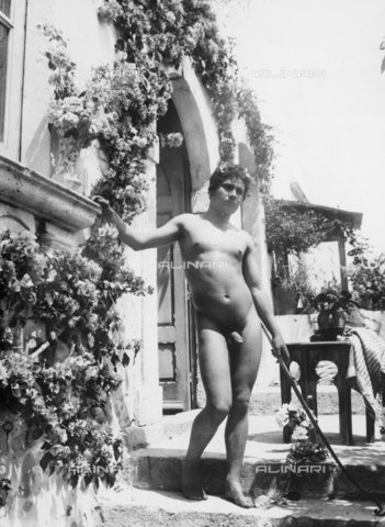 GWN-F-000692-0000 - Nude Sicilian youth in an artistic pose - Data dello scatto: 1895 - 1905 - Archivi Alinari, Firenze