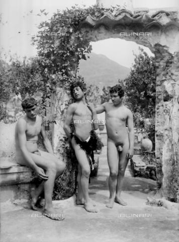 GWN-F-000707-0000 - Arcadian-pastoral scene depicting nude youth in a garden - Data dello scatto: 1895 - 1905 - Archivi Alinari, Firenze