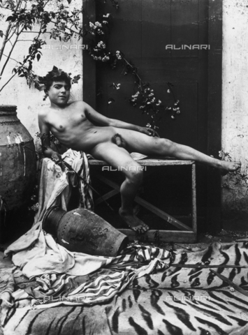 GWN-F-001017-0000 - Portrait of a nude youth, in the guise of Bacchus - Data dello scatto: 1895 - 1905 - Archivi Alinari, Firenze