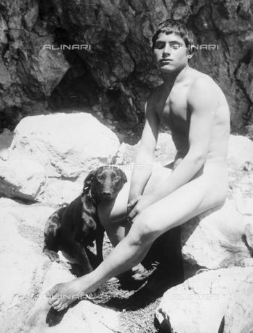 GWN-F-001094-0000 - Nude youth seated on a rock, accompanied by a dog - Data dello scatto: 1895 - 1905 - Archivi Alinari, Firenze