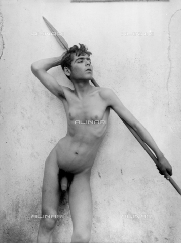 GWN-F-001290-0000 - Portrait of a nude youth in an artistic pose - Data dello scatto: 1895 - 1905 - Archivi Alinari, Firenze