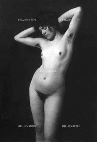 GWN-F-001958-0000 - Female nude with raised arms - Data dello scatto: 1895 - 1905 - Archivi Alinari, Firenze