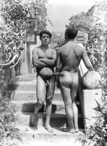 GWN-F-002885-0000 - Nude men in artistic poses - Data dello scatto: 1895 - 1905 - Archivi Alinari, Firenze