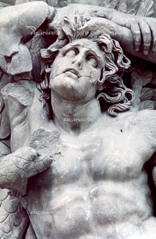 HIP-S-000134-3534 - Pergamon Altar, detail, Pergamonmuseum, Berlin - Art Media / Heritage Images /Alinari Archives, Florence