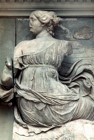 HIP-S-000134-3547 - Altare di Pergamo, particolare, Pergamonmuseum, Berlino - Art Media / Heritage Images /Alinari Archives, Florence