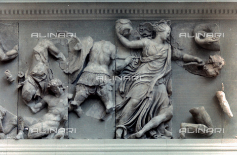 HIP-S-000134-3550 - Pergamon Altar, detail, Pergamonmuseum, Berlin - Art Media / Heritage Images /Alinari Archives, Florence