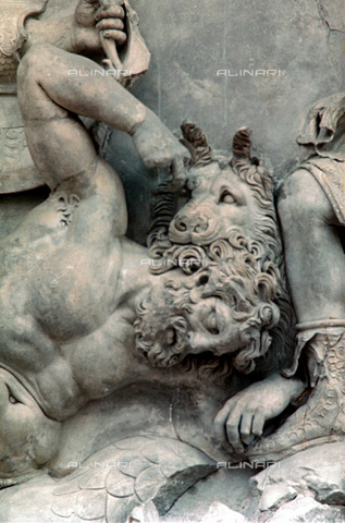 HIP-S-000134-3551 - Pergamon Altar, detail, Pergamonmuseum, Berlin - Art Media / Heritage Images /Alinari Archives, Florence