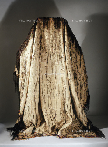 HIP-S-000233-0302 - Maori man's cloak known as a korowai, New Zealand, mid 19th century. Made by finger-weaving of fine flax fibres and decorated with black-dyed lengths of rolled fibres. From the Auckland Institute and Museum, New Zealand - Werner Forman Archive / Heritage Images /Alinari Archives, Florence
