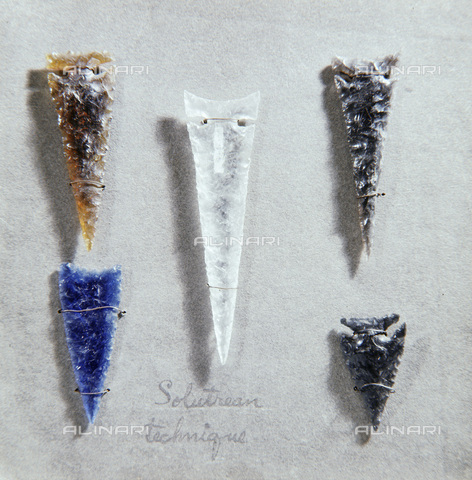 HIP-S-000233-0338 - Glass arrow points, Native American, Yahi, California, early 20th century. Made by Ishi, the last survivor of a small band of Yahi who escaped from a massacre of their people in 1865. Regarded as the last 'pre-historic' Native American, Ishi was found in 1911 and was studied by anthropologists until his death in 1916. From the Phoebe Apperson Hearst Museum of Anthropology - Werner Forman Archive / Heritage Images /Alinari Archives, Florence