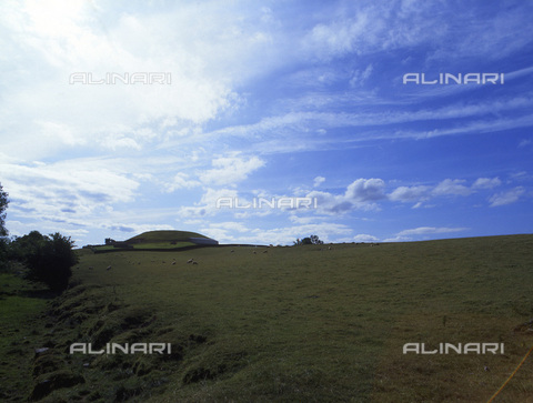HIP-S-000233-0354 - Mound above a passage tomb, Newgrange, Boyne Valley, County Meath, Ireland, c3200 BC. View of the stone built mound covering the prehistoric passage tomb at Newgrange. During the winter solstice ancestral cult ceremonies were performed in the chamber - Werner Forman Archive / Heritage Images /Alinari Archives, Florence