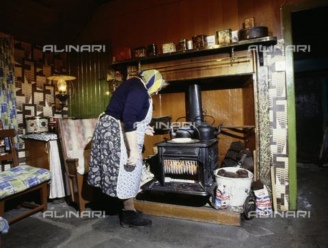 HIP-S-000233-0357 - Croft interior, Flotta, Orkney, Scotland - Werner Forman Archive / Heritage Images /Alinari Archives, Florence