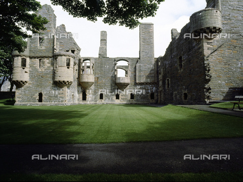 HIP-S-000233-0360 - Ruins of the Earl's Palace, Kirkwall, Orkney, Scotland. The palace was built early in the 17th century by Patrick Stewart, 2nd Earl of Orkney. It fell into ruin in the 18th century - Werner Forman Archive / Heritage Images /Alinari Archives, Florence
