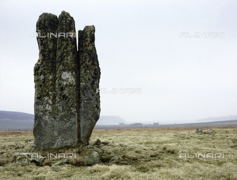 HIP-S-000233-0363 - The Ring of Brodgar, Orkney, Scotland. The Ring of Brodgar is a stone circle dating from the late Neolithic period or the early Bronze Age (c2500-2000 BC) - Werner Forman Archive / Heritage Images /Alinari Archives, Florence
