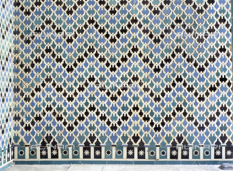 HIP-S-000233-0373 - Ceramic tiles from the Alcazar of Seville, Andalusia, Spain, 14th century. Imitations of those at the Alhambra Palace, Granada - Werner Forman Archive / Heritage Images /Alinari Archives, Florence