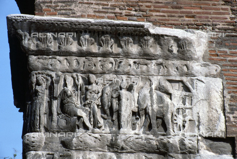 HIP-S-000235-6826 - Roman relief on the Arch of Galerius, Thessaloniki, Macedonia, northern Greece, 298-299. The scene commemorates the Emperor Galerius's victories over the Persians in Armenia in 297. - Heritage Images /Alinari Archives, Florence, Werner Forman Archive/ N.J.Saunders