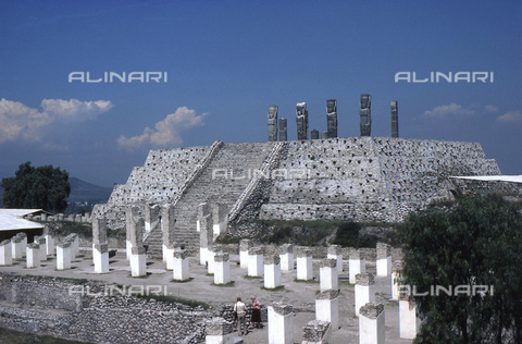 HIP-S-000235-6975 - Pyramid of Quetzalcoatl, Toltec, Tula, Mexico, 950-1150. General view of the pyramid with the 'atlantes' statues on top - Heritage Images /Alinari Archives, Florence, Werner Forman Archive/ N.J.Saunders