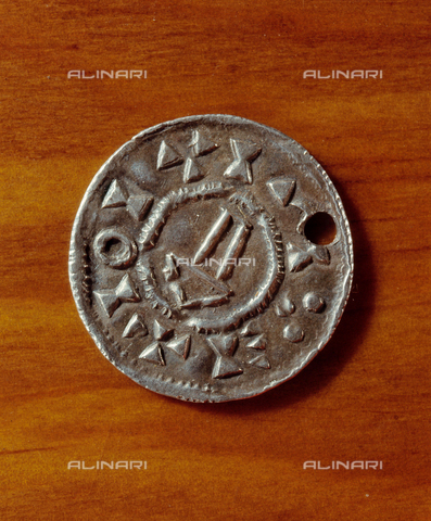 HIP-S-000256-8595 - Coin minted in England. Such coins were extorted from the English by the Vikings. Country of Origin: England. Culture: Viking, 10th - 11th c. British Museum, London - Werner Forman Archive / Heritage Images/Archivi Alinari, Firenze