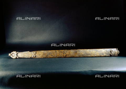 HIP-S-000256-8647 - Bronze and iron scabbard. Found at Bugthorp, England. Country of Origin: Britain. Culture: Celtic, 1st C BC. British Museum, London - Werner Forman Archive / Heritage Images/Archivi Alinari, Firenze