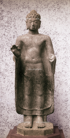 HIP-S-000256-8650 - Khmer statue of standing Buddha. Country of Origin: Cambodia. Culture: Buddhist Date/Period: 7th - 8th C. Material/Size: Sandstone H90 cm . Place of Origin: Tuol Prah Theat, Kompong Speu district. Musee Guimet, Paris - Werner Forman Archive / Heritage Images/Archivi Alinari, Firenze