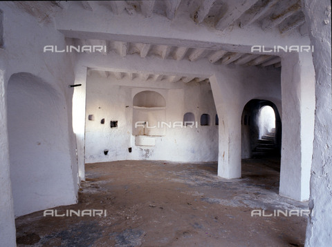 HIP-S-000256-8656 - House interior in one of the five cities of the Mzab valley .The pentapolis of the Mzab in the northern Sahara support the descendents of the Berber rebels of the eighth century, the Kharijites. Country of Origin: Algeria. Culture: Berber, Ancient Berber (Ibadi tribe). - Werner Forman Archive / Heritage Images/Archivi Alinari, Firenze