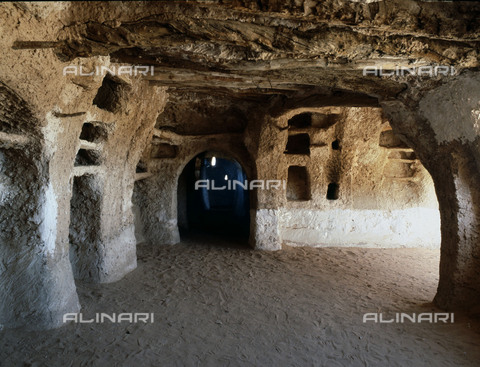 HIP-S-000256-8657 - House interior in one of the five cities of the Mzab valley .The pentapolis of the Mzab in the northern Sahara support the descendents of the Berber rebels of the eighth century, the Kharijites. Country of Origin: Algeria. Culture: Berber, Ancient Berber (Ibadi tribe). - Werner Forman Archive / Heritage Images/Archivi Alinari, Firenze