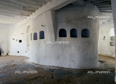 HIP-S-000256-8658 - House interior in one of the five cities of the Mzab valley .The pentapolis of the Mzab in the northern Sahara support the descendents of the Berber rebels of the eighth century, the Kharijites. Country of Origin: Algeria. Culture: Berber, Ancient Berber (Ibadi tribe). - Werner Forman Archive / Heritage Images/Archivi Alinari, Firenze