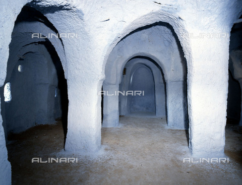 HIP-S-000256-8659 - House interior in one of the five cities of the Mzab valley .The pentapolis of the Mzab in the northern Sahara support the descendents of the Berber rebels of the eighth century, the Kharijites. Country of Origin: Algeria. Culture: Berber, Ancient Berber (Ibadi tribe). - Werner Forman Archive / Heritage Images/Archivi Alinari, Firenze