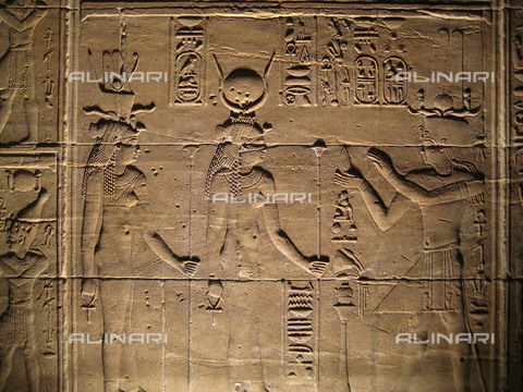 HIP-S-000256-8660 - Relief depicting a pharaoh making offerings to the goddesses Isis and Hathor. Country of Origin: Egypt. Culture: Ancient Egyptian, 30th Dynasty to Roman period, 380 BC - 300 AD. Place of Origin: Philae. - Werner Forman Archive/ N.J Saunders / Heritage Images/Archivi Alinari, Firenze