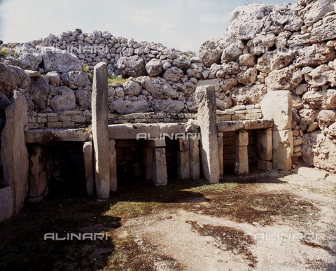 HIP-S-000256-8665 - View of the megalithic temple complex of Ggantija, one of the earliest man made structures in the world. It was thought to be a fertility cult site. Country of Origin: Malta. Culture: Neolithic. Date/ Period: 3600 - 2500 BC. Place of Origin:Zaghra. - Werner Forman Archive / Heritage Images/Archivi Alinari, Firenze