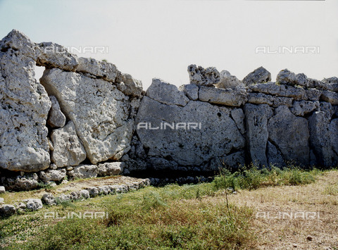 HIP-S-000256-8670 - View of the megalithic temple complex of Ggantija, one of the earliest man made structures in the world. It was thought to be a fertility cult site. Country of Origin: Malta. Culture: Neolithic. Date/ Period: 3600 - 2500 BC. Place of Origin:Zaghra. - Werner Forman Archive / Heritage Images/Archivi Alinari, Firenze