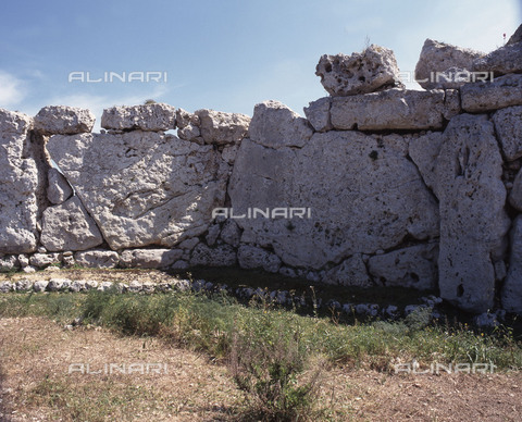 HIP-S-000256-8671 - View of the megalithic temple complex of Ggantija, one of the earliest man made structures in the world. It was thought to be a fertility cult site. Country of Origin: Malta. Culture: Neolithic. Date/ Period: 3600 - 2500 BC. Place of Origin:Zaghra. - Werner Forman Archive / Heritage Images/Archivi Alinari, Firenze