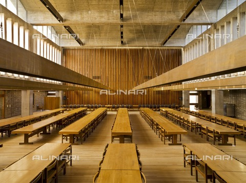 HIP-S-000266-7864 - Dining hall, Central Building, Churchill College, Cambridge University, Cambridgeshire, 2010. Designed by Sheppard Robson and Partners, the building was constructed in 1961-1968 - Historic England Archive / Heritage Images /Alinari Archives, Florence