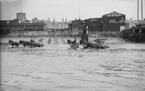 HIP-S-000266-7867 - Shoreham harbour, Shoreham-by-Sea, West Sussex, 1905-1925. Two horse-drawn ballast carts in the sea beside the slipway of Stow and Son Yacht Builders - Historic England Archive / Heritage Images /Alinari Archives, Florence