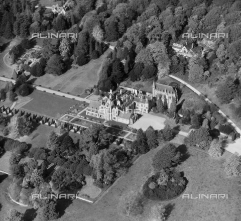 HIP-S-000266-7915 - Tyntesfield House, Wraxall, North Somerset, 1947. A Victorian country house and gardens, now in the care of the National Trust after a major fundraising campaign. From the Aerofilms Collection - Data dello scatto: 1947 - Historic England Archive / Heritage Images /Alinari Archives, Florence