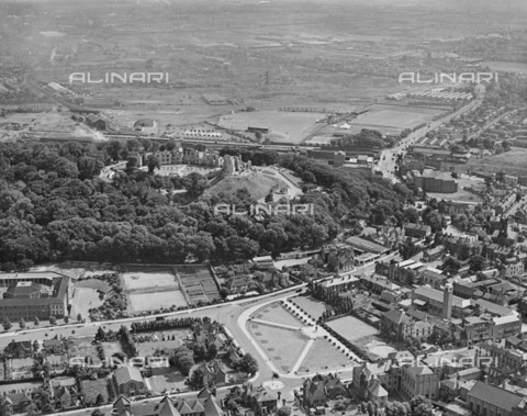 HIP-S-000266-7920 - Dudley Castle, West Midlands, 1947. From the Aerofilms Collection - Data dello scatto: 1947 - Historic England Archive / Heritage Images /Alinari Archives, Florence