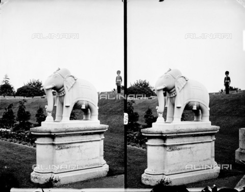 HIP-S-000266-7923 - Lucknow elephant statue, Windsor Castle, Berkshire, 1870-1900. Stereoscopic view showing the statue in the grounds of Windsor Castle with a guardsman in the background - Data dello scatto: 1870-1900 - Historic England Archive / Heritage Images /Alinari Archives, Florence
