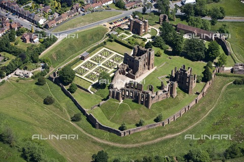 HIP-S-000266-7924 - Kenilworth Castle, Warwickshire, c2010. Aerial view - Data dello scatto: 2010 - Historic England Archive / Heritage Images /Alinari Archives, Florence