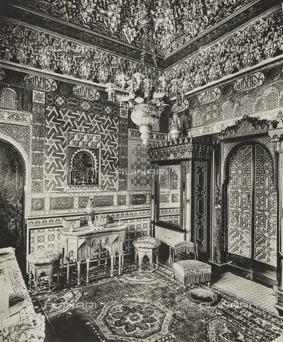 HIP-S-000266-7940 - Dressing room, Franks Hall, Horton Kirby, Kent, 1894. Photolithograph. One of the most complete Elizabethan houses in England, Franks Hall had fallen into disrepair in the 19th century. Robert Bradford purchased the estate in 1860, restored the house and gardens, and added a suite of Moorish-style rooms. The Bathurst family had formerly owned Franks Hall, and Earl Bathurst bought it back in 1911. Two years later an article in Country Life (26 July) celebrated his efforts in obliterating 'the worst alterations of the nineteenth century' including a Moorish bathroom - Data dello scatto: 1894 - Historic England Archive / Heritage Images /Alinari Archives, Florence