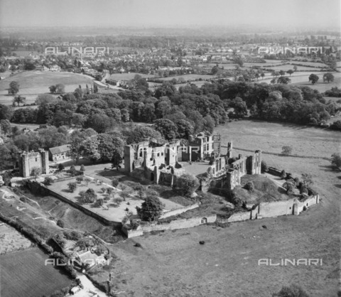 HIP-S-000266-7959 - Kenilworth Castle, Warwickshire, 1949. Aerial view of the castle, now in the care of English Heritage. From the Aerofilms Collection - Data dello scatto: 1949 - Historic England Archive / Heritage Images /Alinari Archives, Florence