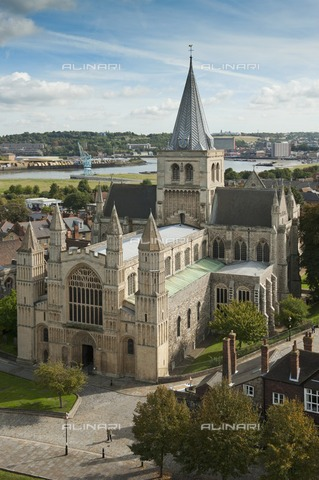 HIP-S-000267-2755 - Rochester Cathedral, Kent, 2010. View of the cathedral from Rochester Castle keep - Data dello scatto: 2010 - Historic England Archive / Heritage Images /Alinari Archives, Florence
