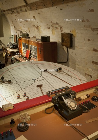 HIP-S-000267-2758 - Coastal artillery operations room, Secret Wartime Tunnels, Dover Castle, Kent, 2011 - Data dello scatto: 2011 - Historic England Archive / Heritage Images /Alinari Archives, Florence
