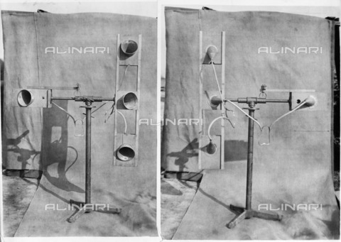 HIP-S-000267-2768 - Air raid warning device, World War I, 1918. Copy of two photographs showing a sound detector. During the First World War acoustic detection devices were used to warn of enemy aircraft. The photographs were taken for the Ministry of Munitions - Data dello scatto: 1918 - Historic England Archive / Heritage Images /Alinari Archives, Florence