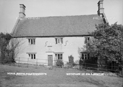 HIP-S-000267-2799 - Woolsthorpe Manor House, Newton Way, Colsterworth, Lincolnshire, 1896-1920. The birthplace of physicist and mathematician Sir Isaac Newton - Historic England Archive / Heritage Images /Alinari Archives, Florence