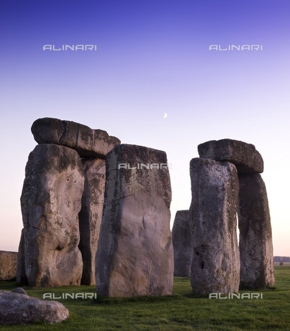HIP-S-000267-2813 - Stonehenge, Wiltshire, 2007. View of the stones at early dawn - Data dello scatto: 2007 - Historic England Archive / Heritage Images /Alinari Archives, Florence