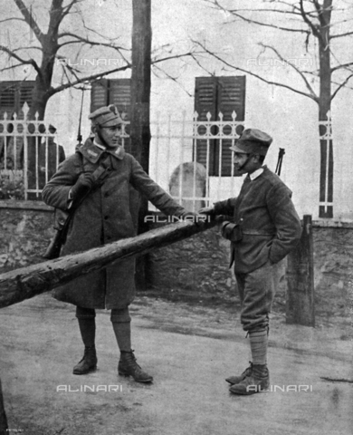 IIB-S-009212-0035 - An Italian sentinel speaking to a Croatian soldier at the barricade at Cantrida, during the occupation of Fiume, led by Gabriele D'Annunzio - Date of photography: 12/1920 - Library of Fratelli Alinari Museum of the History of Photography, Florence