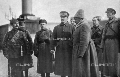 IIB-S-009212-0039 - Lev Davidovic Trotzkij, pictured with a few of the officers of the Staff of State - Date of photography: 01/1921 - Library of Fratelli Alinari Museum of the History of Photography, Florence