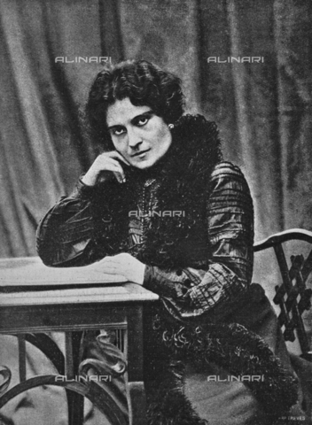 """IIB-S-090408-0154 - Portrait of the poet Ada Negri (1870-1945). Photograph taken from the magazine """"The Italian Illustration"""" of 21 February 1904, n. 8, page 154 - Date of photography: 1904 - Library of Fratelli Alinari Museum of the History of Photography, Florence"""