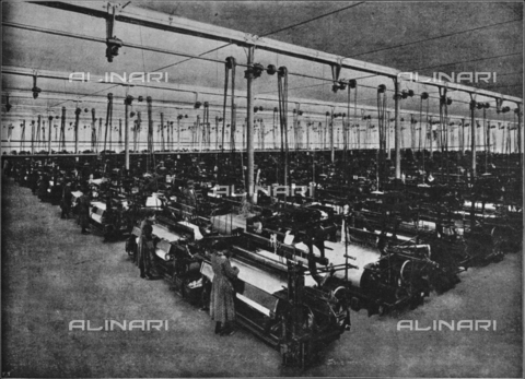 """IIB-S-091713-275B - The weaving in the Lanificio Rivetti factory in Beverate. Photography taken from the magazine """"The Italian Illustration"""" of April 1, 1917, n. 13, page 275 - Date of photography: 1917 - Library of Fratelli Alinari Museum of the History of Photography, Florence"""