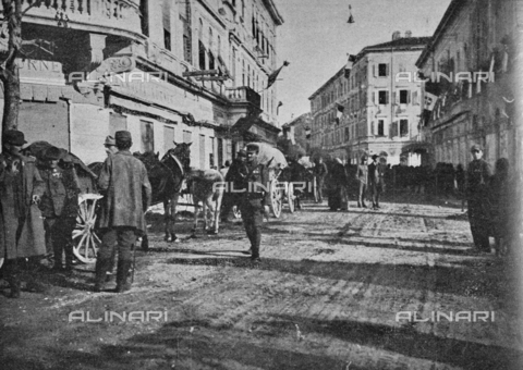 """IIB-S-091846-446A - First World War: soldiers and Austrian wagons in a street in the town of Gorizia already liberated by the Italian army. Photography taken from the magazine """"L' Illustrazione italiana"""" of November 17, 1918, no. 46, page 446A - Date of photography: 03-16/11/1918 - Library of Fratelli Alinari Museum of the History of Photography, Florence"""